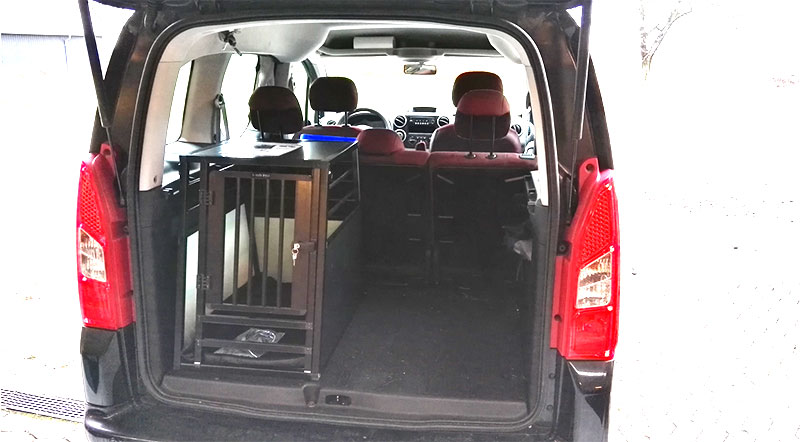 Citroën Berlingo med b-Safe Medium PRO hundebur