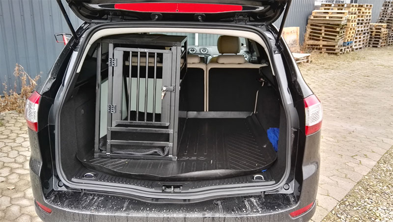 b-Safe Medium PRO hundebur i Ford Mondeo Stationcar 2012