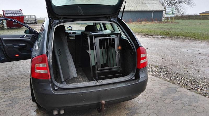 b-Safe Medium PRO hundebur med trin til personbiler - Skoda Octavia årgang 2006