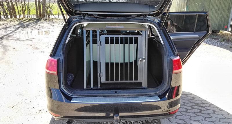 b-Safe XL PRO i VW Golf Variant fra 2015